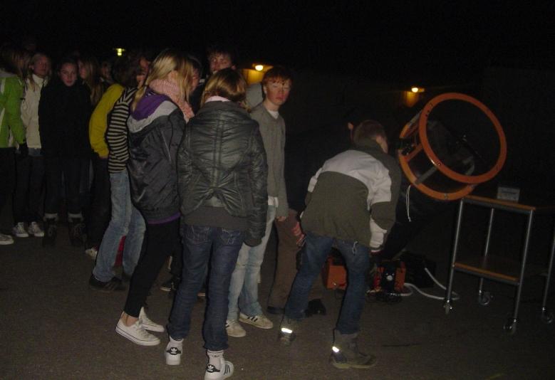 Oktober - 2008: 31/10 kom 'børn af galileo' på christianshavn skole